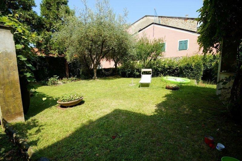 Levanto, appartamento con giardino