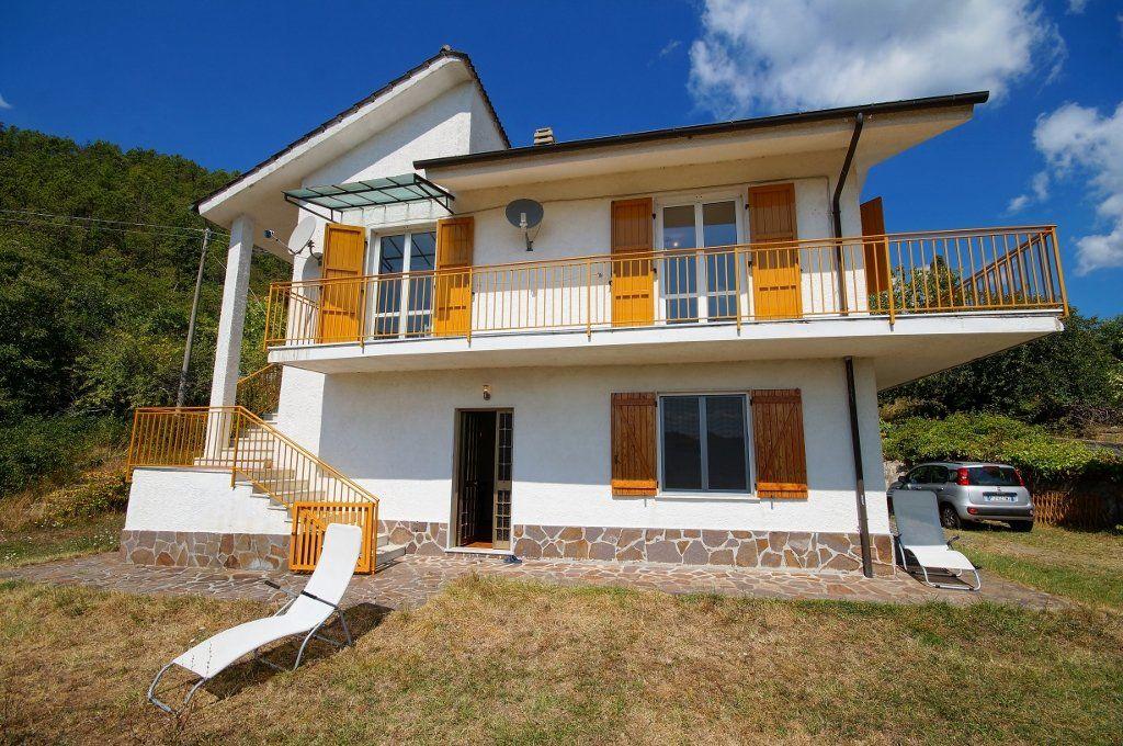 Villa a sesta godano agenzia immobilpro for Piani casa da 4000 a 5000 piedi quadrati