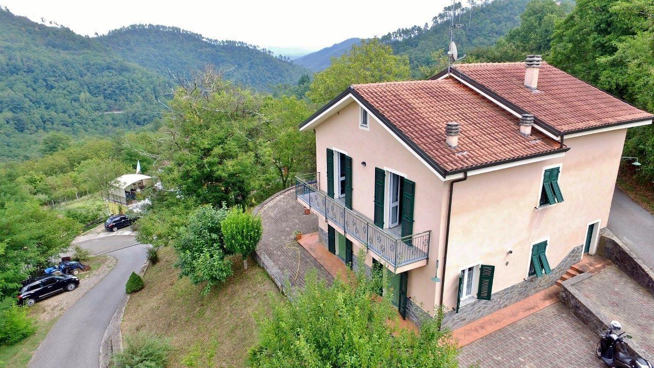 Villa in vendita a Carro